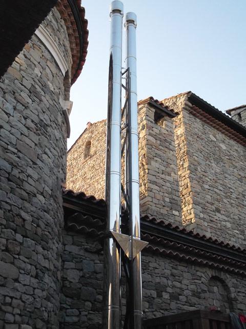 Утепленный дымоход с опорой на металлоконструкцию